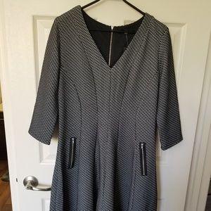 3/4 Sleeve Black print dress with zipper detail